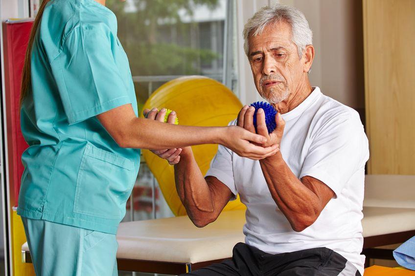 Rehabilitacja z piłkami w dłoniach - choroba zawodowa