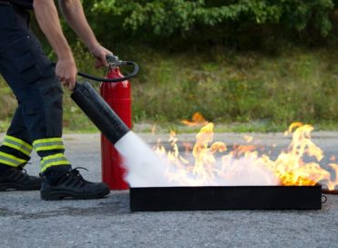 Praktyczne szkolenia ppoż - gaszenie pożaru