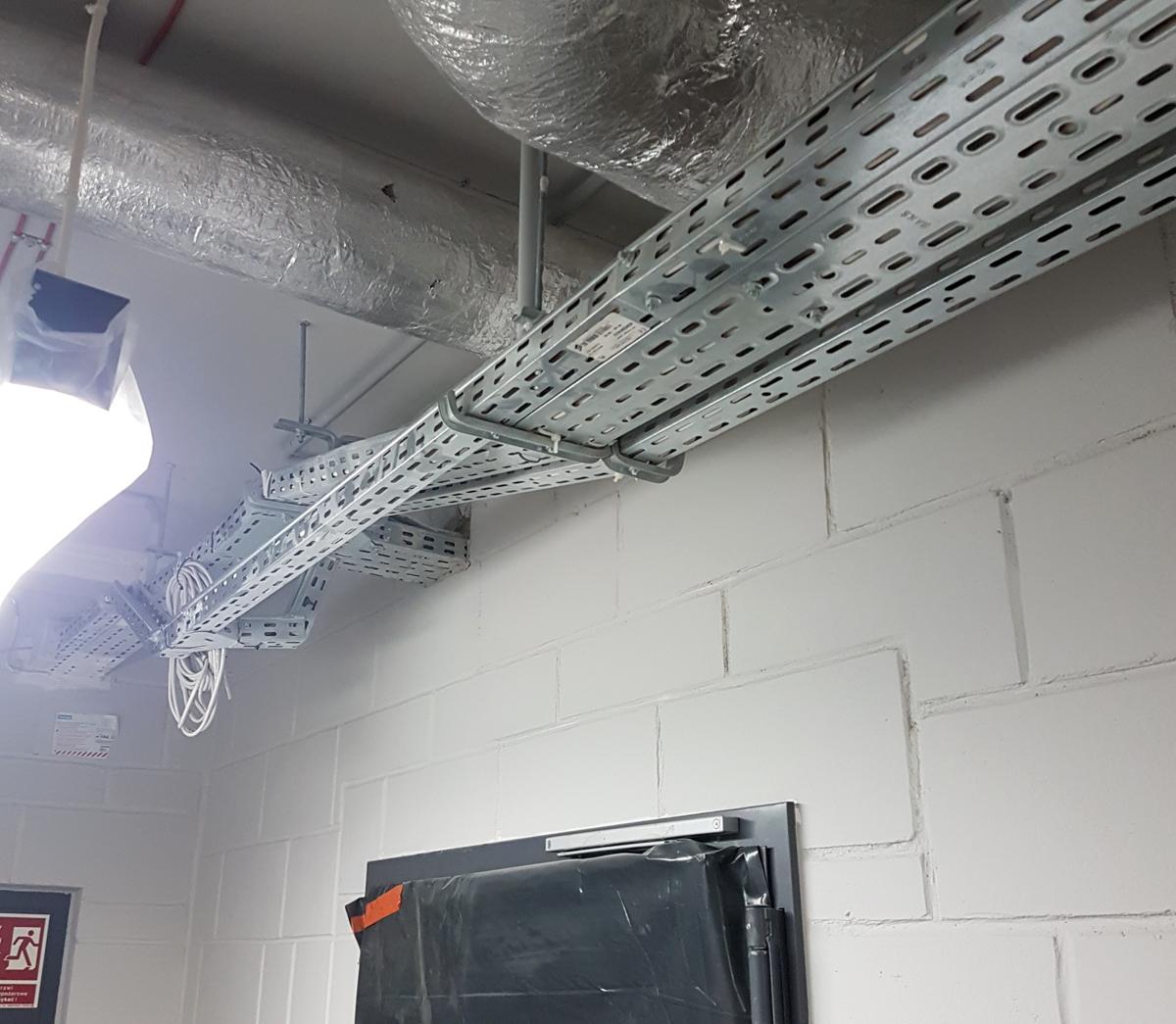Zabezpieczenie ppoż tras kablowych w budynku